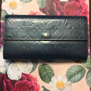 "AUTH Louis Vuitton wallet ""vernis mat"""